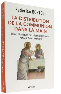 La distribution de la communion dans la main